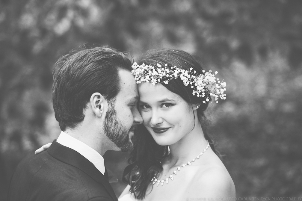 JASMINE_TARA_PHOTOGRAPHY_BACKYARD_WEDDING_BON_FIRE_CREATIVE_UNIQUE_WEDDING_FLOWER_WREATH_JASMINE_BALGOBIN_-232