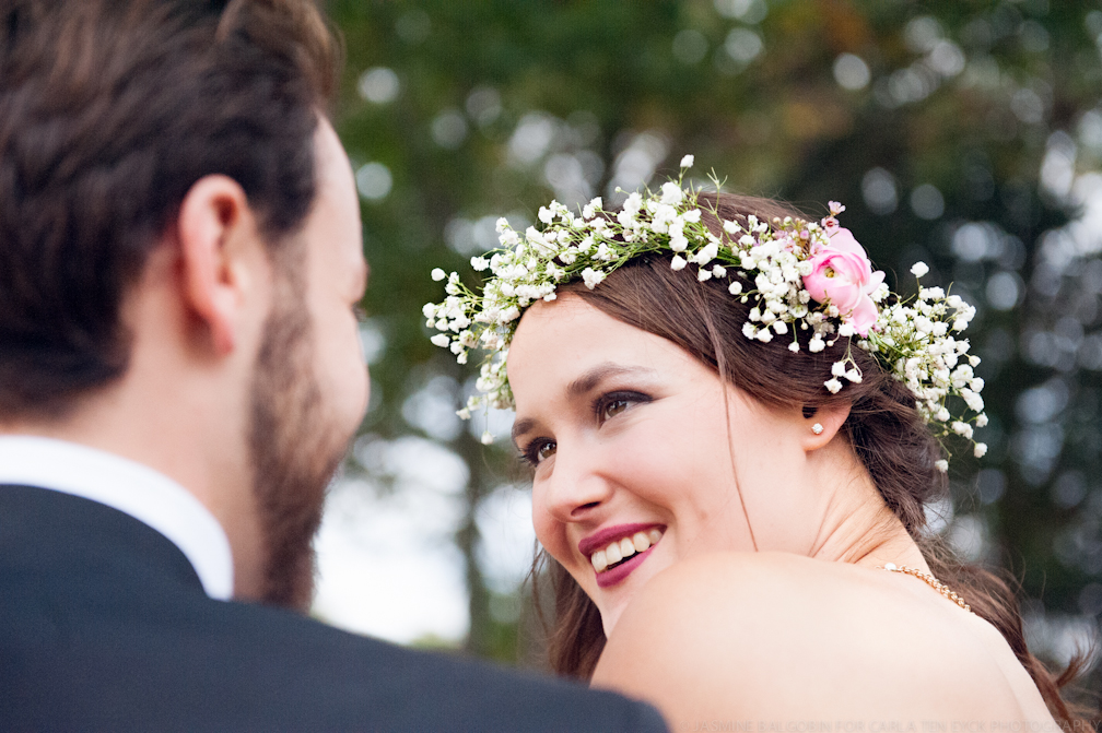JASMINE_TARA_PHOTOGRAPHY_BACKYARD_WEDDING_BON_FIRE_CREATIVE_UNIQUE_WEDDING_FLOWER_WREATH_JASMINE_BALGOBIN_-244